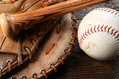 Gammal använd baseballutrustning Royaltyfri Fotografi