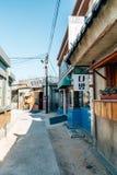 Gammal arkitektur och gata i den Jangsaengpo byn från 60-tal till 70-tal i Korea Arkivfoton