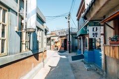 Gammal arkitektur och gata i den Jangsaengpo byn från 60-tal till 70-tal i Korea Royaltyfria Foton