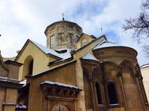 Gammal armenierkyrka i mitten av Lviv Arkivfoton