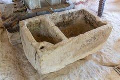 Gammal badrum och toalett i kloster i Kreta, Grekland Fotografering för Bildbyråer