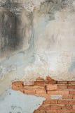 Gammal bakgrund för yttersida för grungetegelstenvägg Arkivbilder