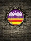 Gammal Balearic Island flagga i tegelstenvägg Royaltyfri Foto
