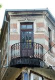 Gammal balkong i Bitola, Makedonien royaltyfri fotografi