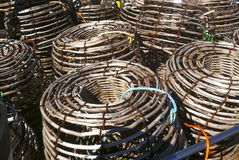 Gammal bambu för kräfta och cray fiskkrukor för tråd på jordning Royaltyfri Fotografi