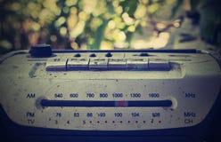 Gammal bandspelare, radio, radiovåg, utomhus- musik arkivbilder