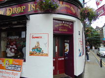 Gammal bar i Galway stadsmitt Arkivfoto