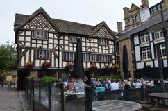 Gammal bar i Manchester royaltyfria bilder