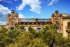 Gammal Barcelona byggnad från 1906 Arkivbild