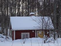 Gammal bastu i mitt av ingenstans i Finland royaltyfri fotografi