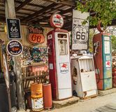 Gammal bensinstation i rutten 66 Arizona, USA Arkivfoton