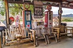 Gammal bensinstation i rutten 66 Arizona, USA Arkivfoto