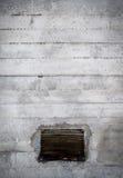 Gammal betongvägg med lufthålet Royaltyfri Bild