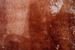 Gammal betongvägg med skalningsmålarfärg fotografering för bildbyråer