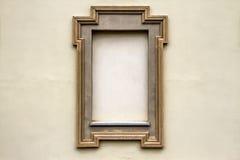 Gammal betongvägg med tomma ramar för text- eller bildtexturbakgrund Royaltyfri Foto