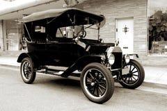 gammal bil 1915 Arkivfoto