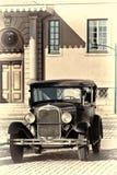 Gammal bil. royaltyfria bilder