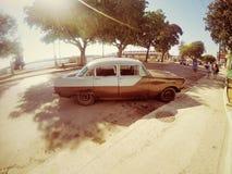 Gammal bil för Kuba Arkivbild
