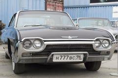 Gammal bil Ford Thunderbird Arkivbild