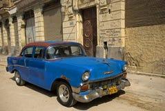 Gammal bil, havannacigarr, Kuba Fotografering för Bildbyråer