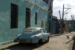 Gammal bil, havannacigarr, Kuba Royaltyfri Bild