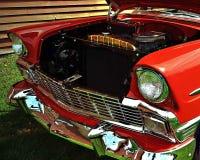 Gammal bil med återställande Arkivbild