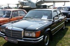 Gammal bil Mercedes fotografering för bildbyråer