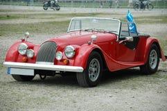 Gammal bil som är retro royaltyfria foton