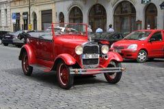 Gammal bil som är retro Arkivbilder