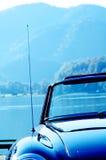 Gammal bil som är retro, sixties fotografering för bildbyråer