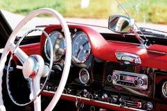 Gammal bil som är retro, sixties Royaltyfri Bild
