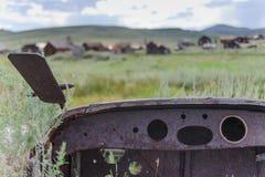 Gammal bil som överges i en spökstad Fotografering för Bildbyråer