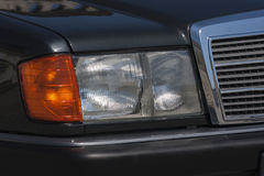 Gammal bil: traditionell reflektor Royaltyfria Foton