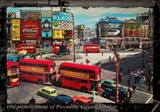 Gammal bildstämpel av den Piccadilly cirkusen London Royaltyfria Foton