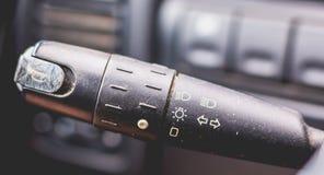 Gammal bilinstrumentbräda av 90-tal Arkivfoto
