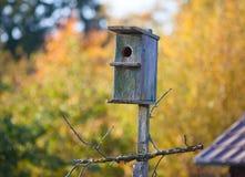Gammal birdhouse Fotografering för Bildbyråer