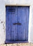 gammal blå dörr Arkivbild