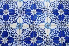 Gammal blått belägger med tegel närbilden, Portugal Royaltyfri Fotografi