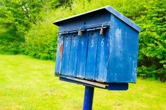 gammal blå brevlåda Royaltyfri Fotografi