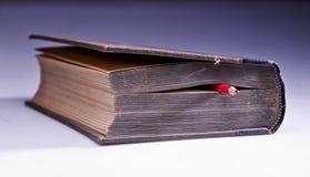 gammal blyertspenna för bok Royaltyfri Fotografi