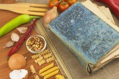 Gammal bok av recept för pasta Recept bokar Läxapasta Banta, enligt kokboken Grönsaker och pasta Royaltyfria Bilder