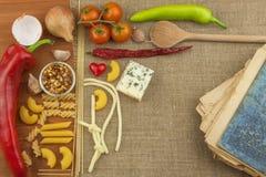Gammal bok av recept för pasta Recept bokar Läxapasta Banta, enligt kokboken Grönsaker och pasta Fotografering för Bildbyråer