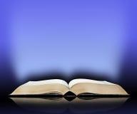 Gammal bok, blå ljus bakgrund Royaltyfria Foton