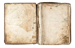 Gammal bok med åldriga sidor som isoleras på vit bakgrund Arkivfoto