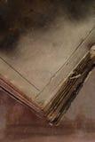 gammal bok som bränns Royaltyfria Foton