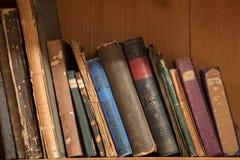 gammal bokhylla Fotografering för Bildbyråer