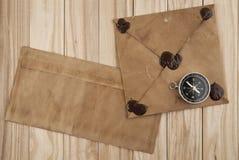 Gammal bokstäver och kompass Royaltyfri Fotografi
