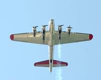 Gammal bombplan i flykten Arkivbild