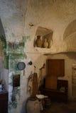 Gammal bondaktig boning i Matera, Basilicata - Italien royaltyfria bilder