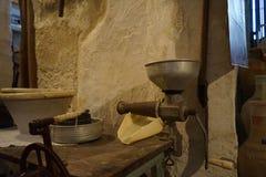 Gammal bondaktig boning i Matera, Basilicata - Italien royaltyfria foton